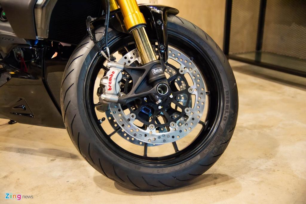 So sanh Triumph Rocket 3 voi Ducati Diavel 1260 anh 8