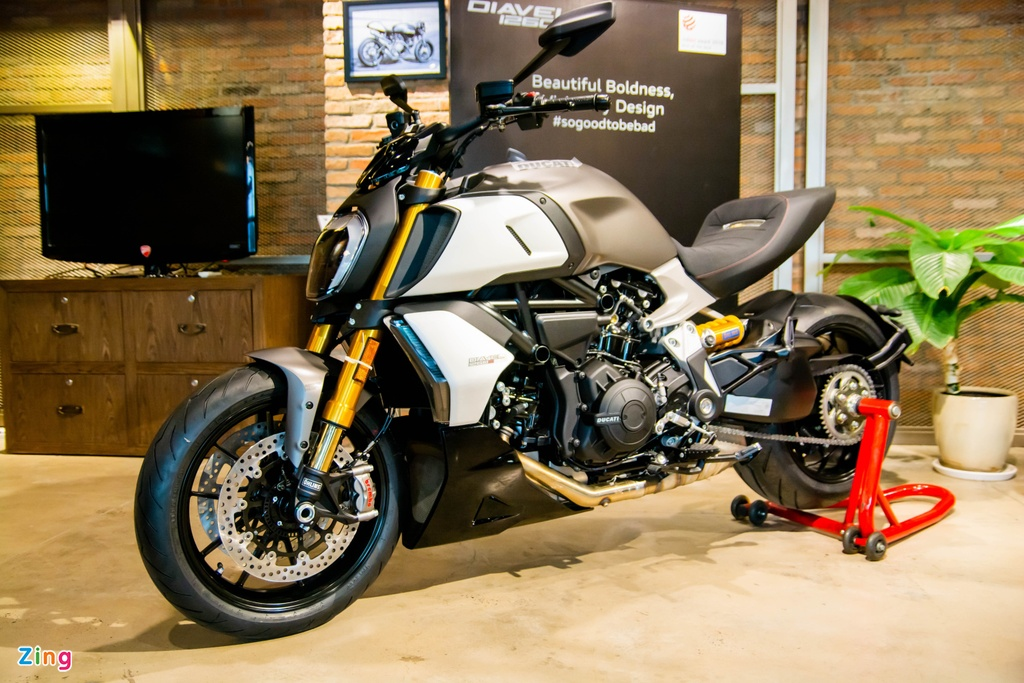 So sanh Triumph Rocket 3 voi Ducati Diavel 1260 anh 18