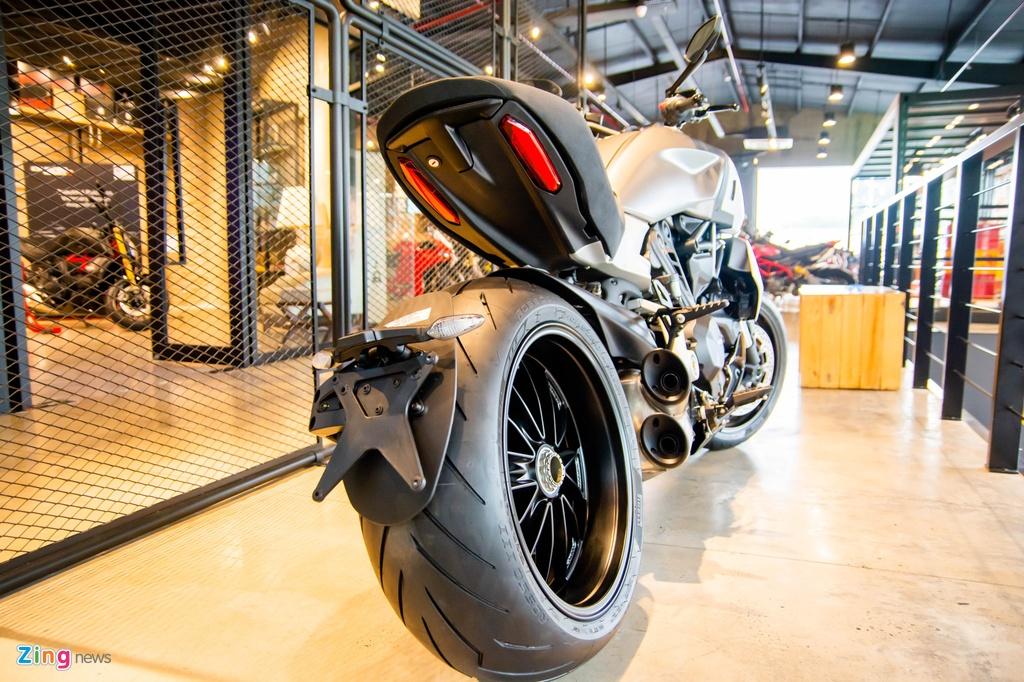 So sanh Triumph Rocket 3 voi Ducati Diavel 1260 anh 6