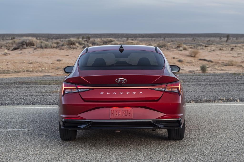 Hyundai Elantra 2021 ra mat, Mazda3 nen e de hinh anh 4 2021_Hyundai_Elantra_10.jpg