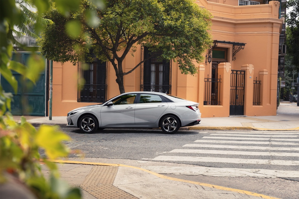 Hyundai Elantra 2021 ra mat, Mazda3 nen e de hinh anh 11 2021_Hyundai_Elantra_11.jpg