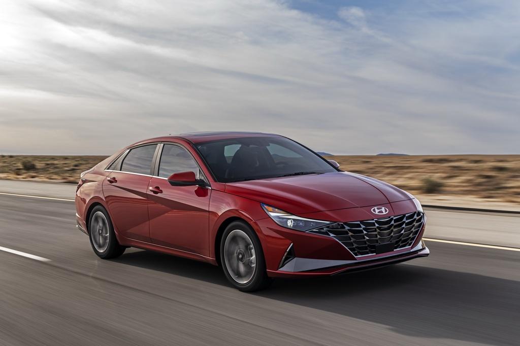 Hyundai Elantra 2021 ra mat, Mazda3 nen e de hinh anh 1 2021_Hyundai_Elantra_1_2.jpg