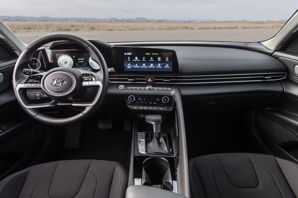 Hyundai Elantra 2021 ra mat, Mazda3 nen e de hinh anh 6 2021_Hyundai_Elantra_20.jpg
