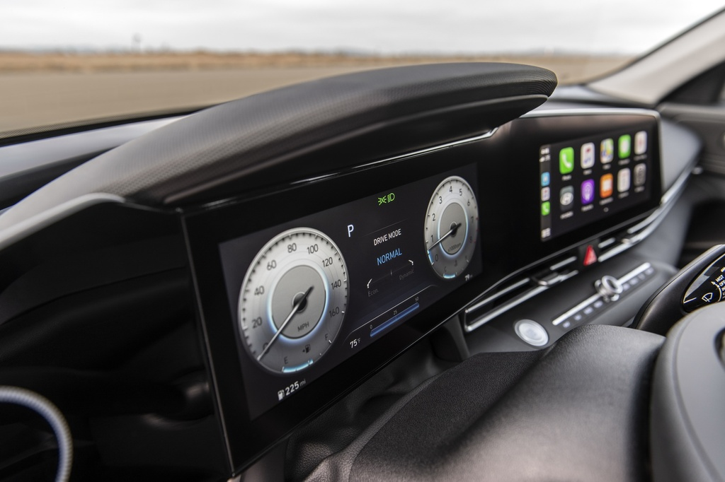 Hyundai Elantra 2021 ra mat, Mazda3 nen e de hinh anh 12 2021_Hyundai_Elantra_23.jpg