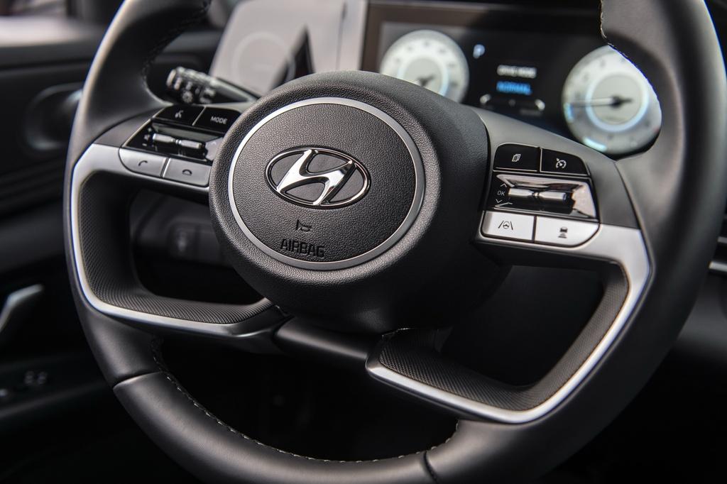 Hyundai Elantra 2021 ra mat, Mazda3 nen e de hinh anh 7 2021_Hyundai_Elantra_24.jpg