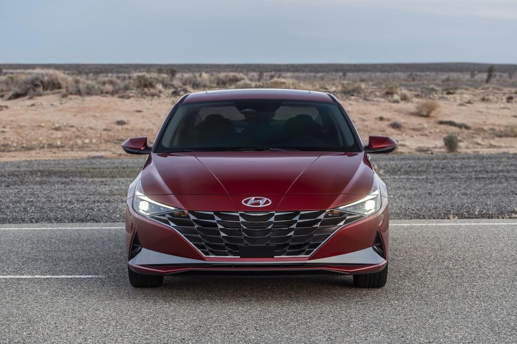 Hyundai Elantra 2021 ra mat, Mazda3 nen e de hinh anh 3 2021_Hyundai_Elantra_2_2.jpg