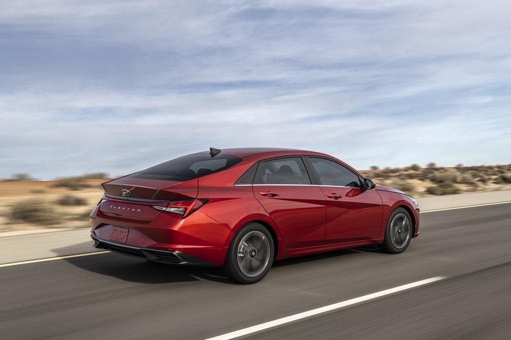 Hyundai Elantra 2021 ra mat, Mazda3 nen e de hinh anh 2 2021_Hyundai_Elantra_9_1.jpg