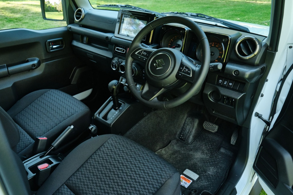 Suzuki Jimny 5 cua se ra mat vao cuoi nam, su dung dong co 1.5L hinh anh 8 Suzuki_Jimny_review_2_24.jpg