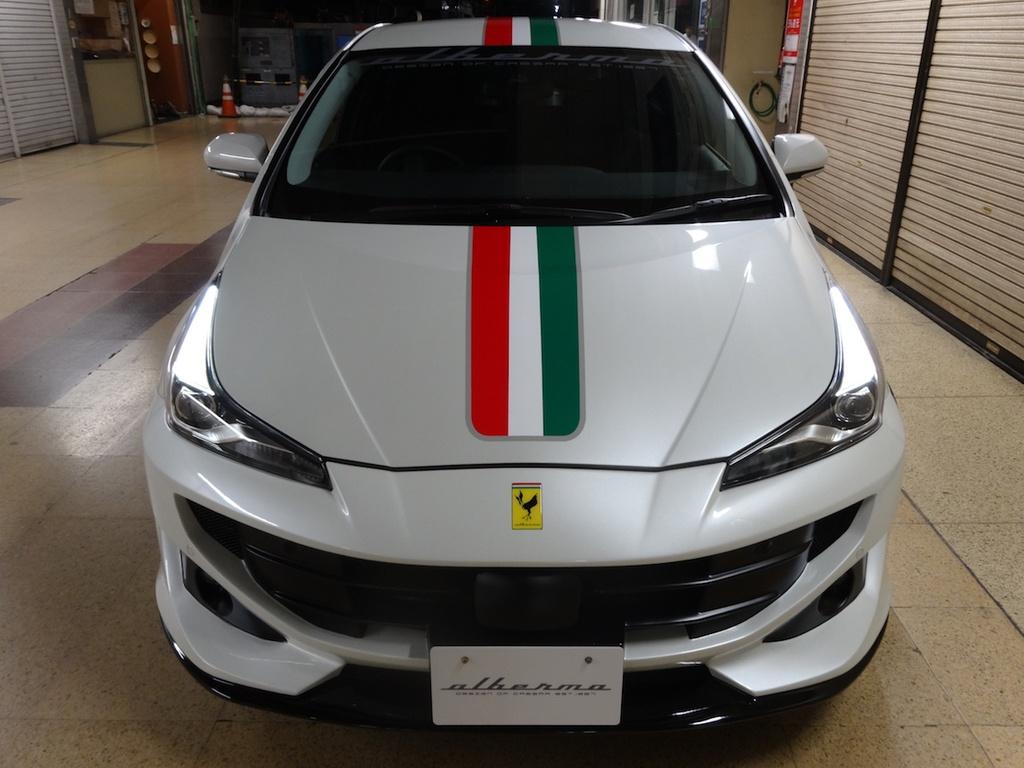 Toyota Prius hoa sieu xe Ferrari voi goi do 2.000 USD hinh anh 5 Toyota_Prius_Ferrari_4.jpg