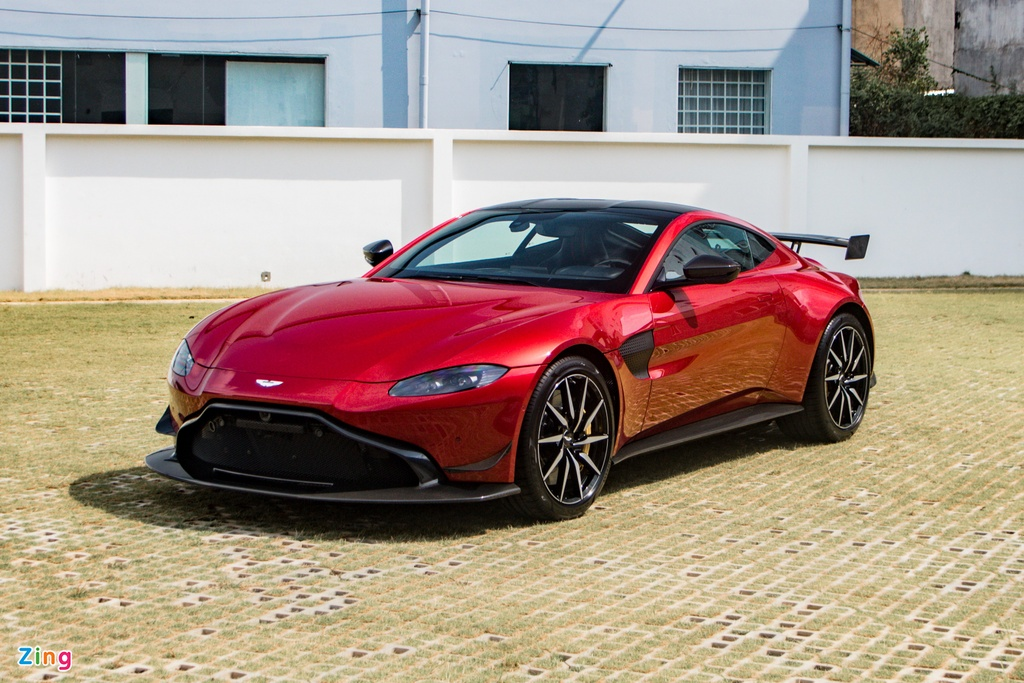 Aston Martin Vantage voi bo kit xe dua anh 1