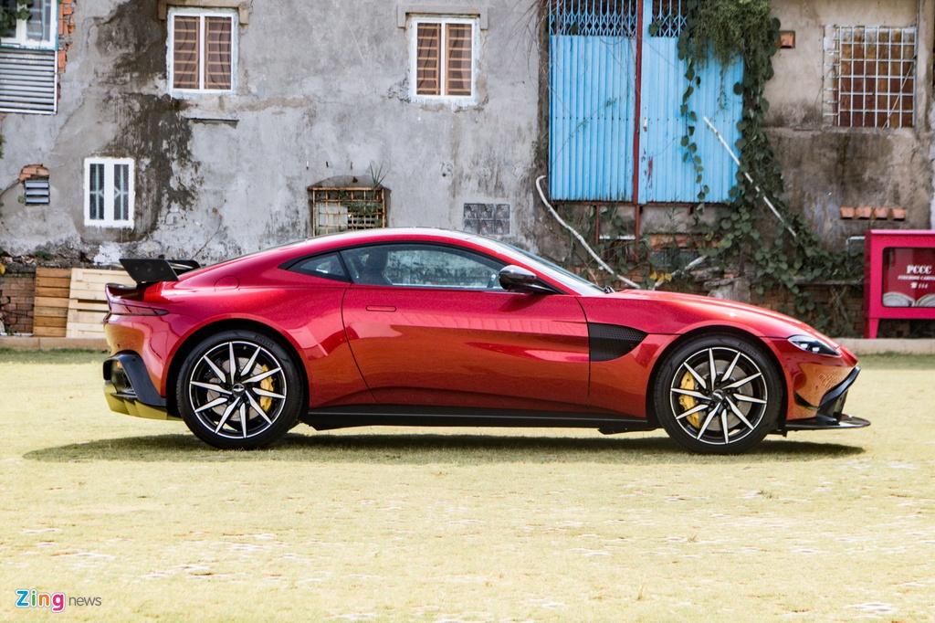 Aston Martin Vantage voi bo kit xe dua anh 9