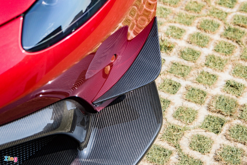 Aston Martin Vantage voi bo kit xe dua anh 5
