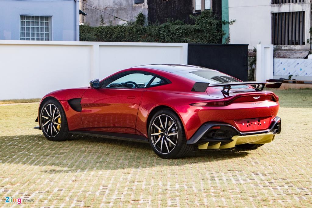Aston Martin Vantage voi bo kit xe dua anh 2