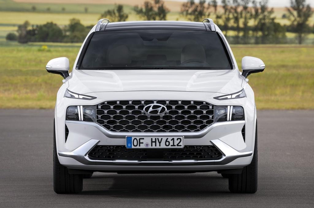 Hyundai Santa Fe 2021 dau Kia Sorento 2021 anh 3