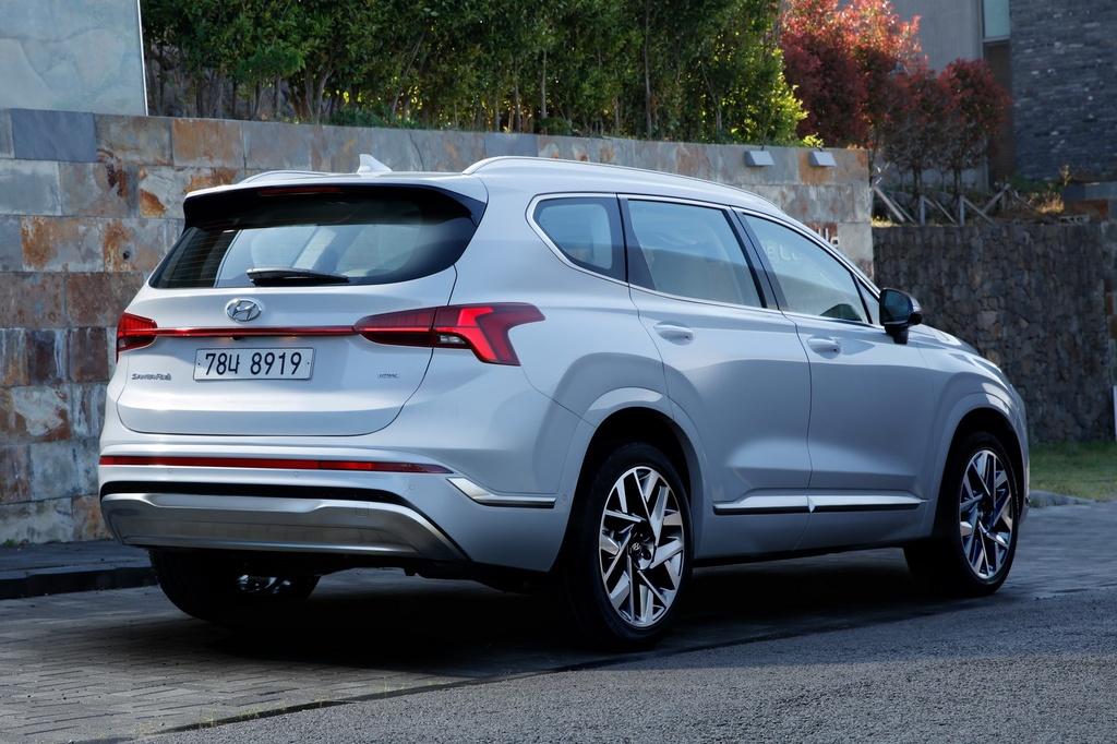 Hyundai Santa Fe 2021 dau Kia Sorento 2021 anh 5