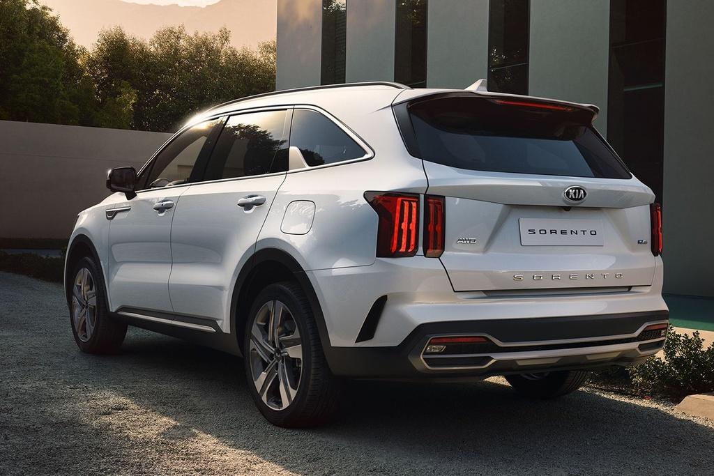 Hyundai Santa Fe 2021 dau Kia Sorento 2021 anh 6