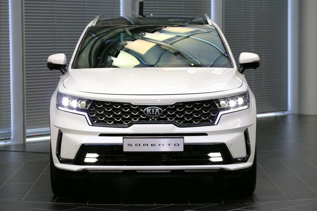 Hyundai Santa Fe 2021 dau Kia Sorento 2021 anh 4