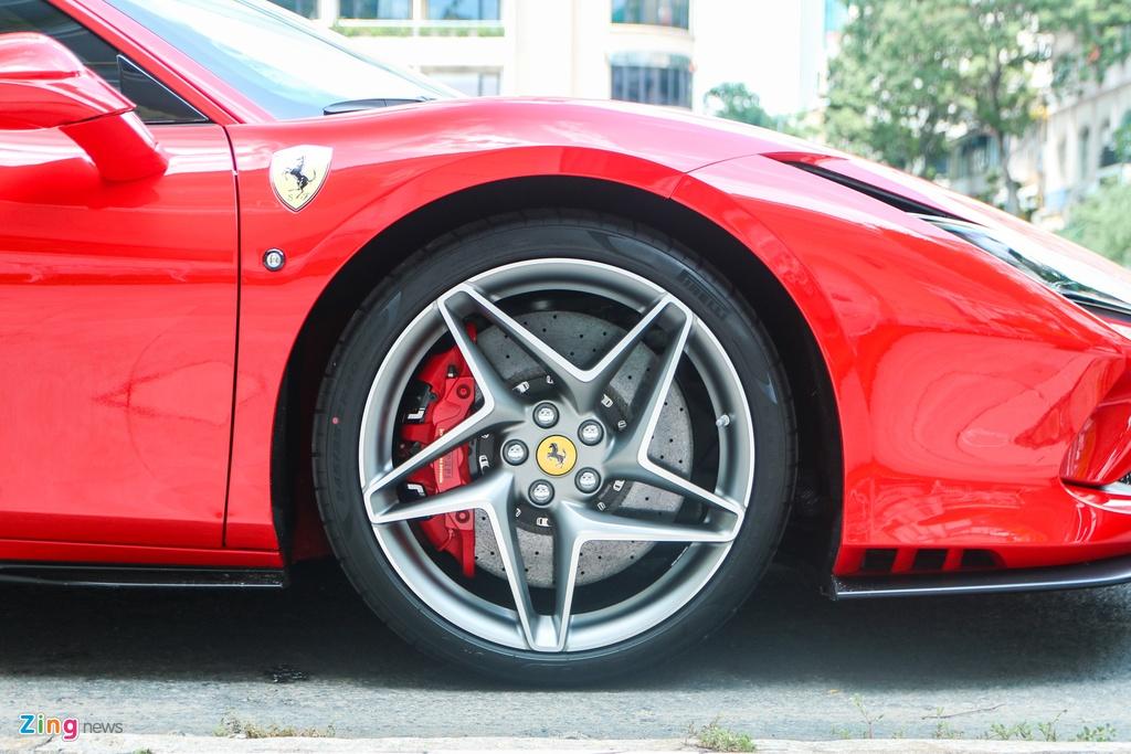 Chi tiet Ferrari F8 Tributo dau tien Viet Nam anh 8