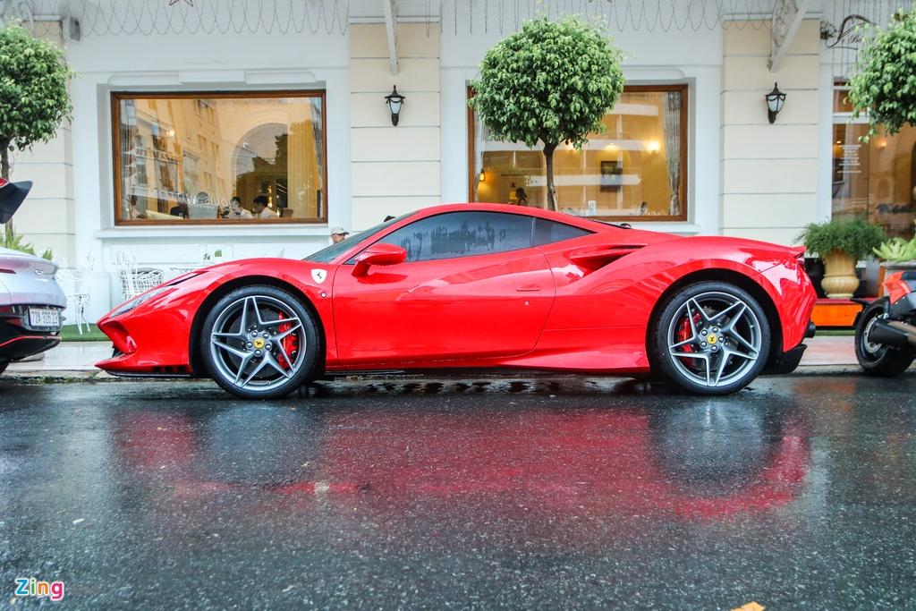 Chi tiet Ferrari F8 Tributo dau tien Viet Nam anh 3