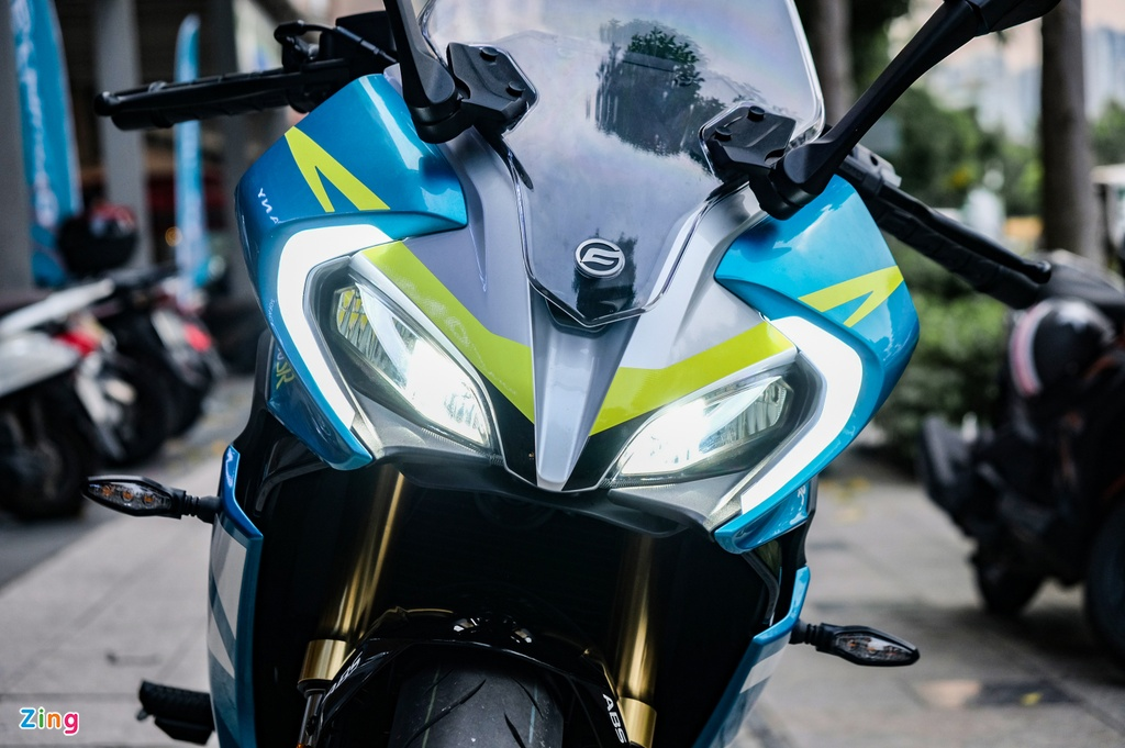 CFMoto 300SR dau Yamaha R3 anh 3