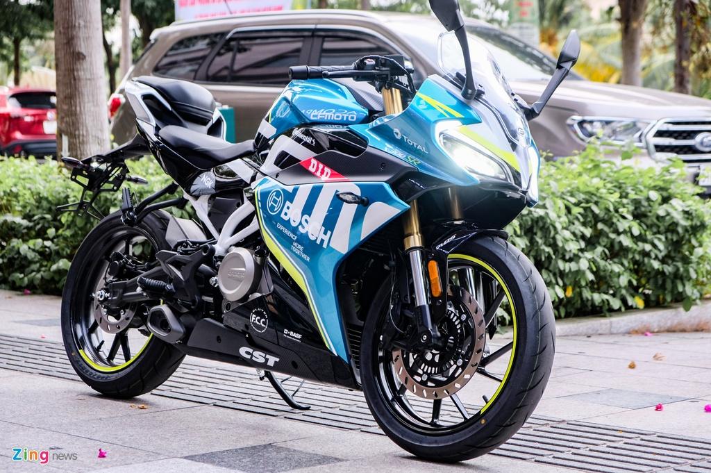 CFMoto 300SR dau Yamaha R3 anh 1