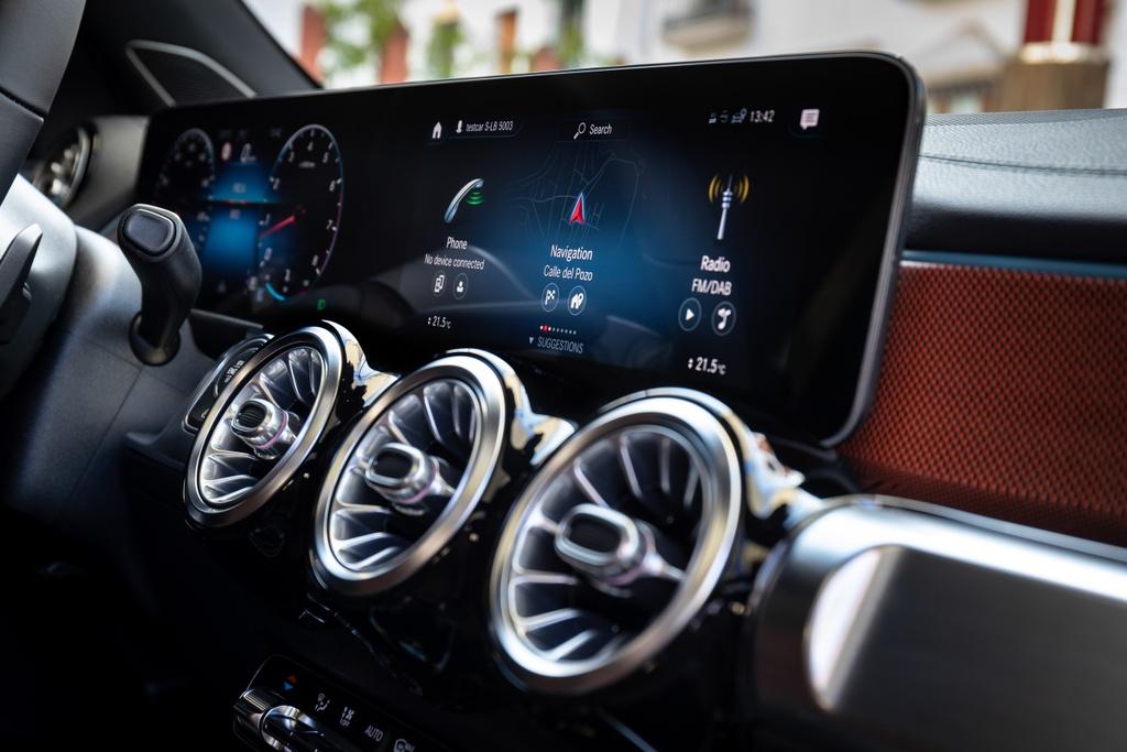 Mercedes-Benz GLB ra mat Thai Lan anh 6