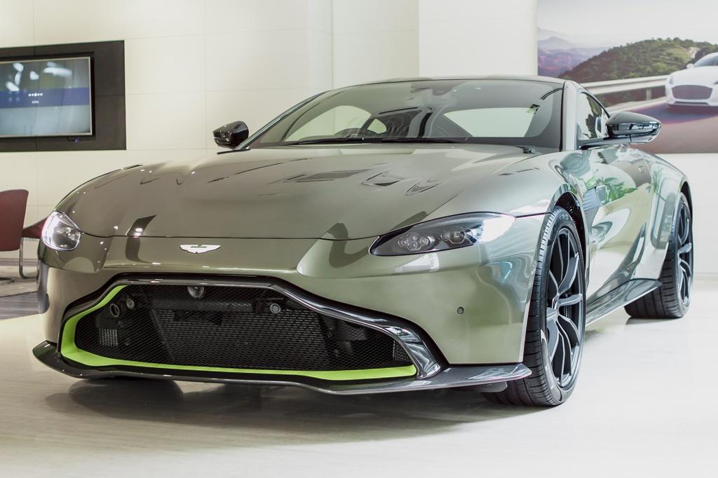 Aston Martin ra mat chiec Vantage AMR cho Malaysia anh 1