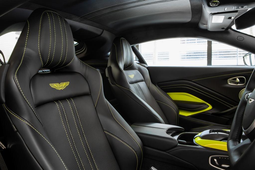 Aston Martin ra mat chiec Vantage AMR cho Malaysia anh 8