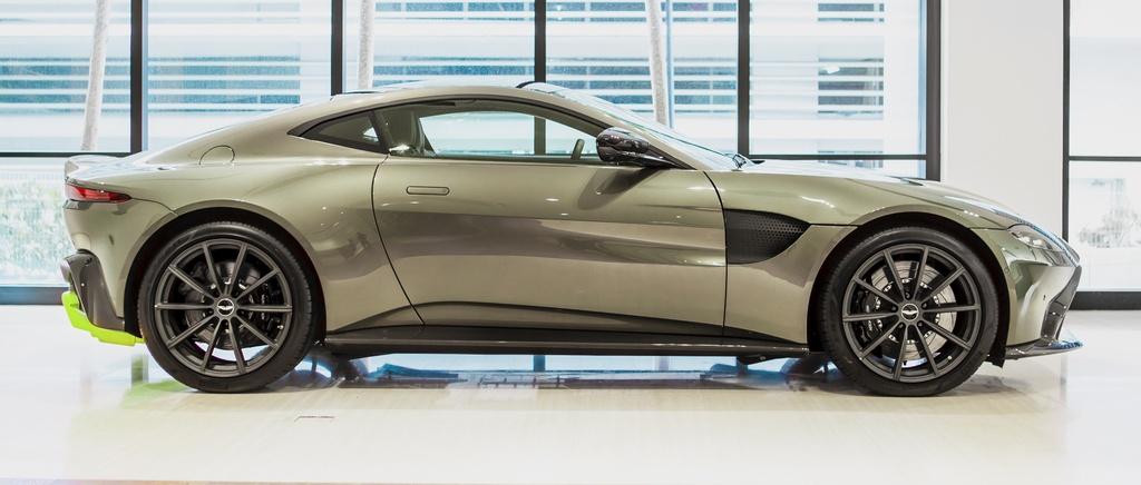 Aston Martin ra mat chiec Vantage AMR cho Malaysia anh 2
