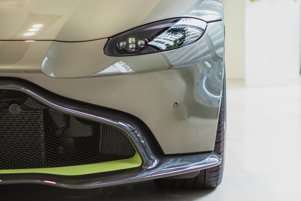 Aston Martin ra mat chiec Vantage AMR cho Malaysia anh 5