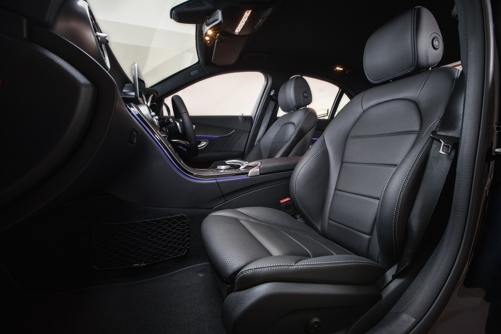 Mercedes-Benz ra mat C 200 AMG anh 6