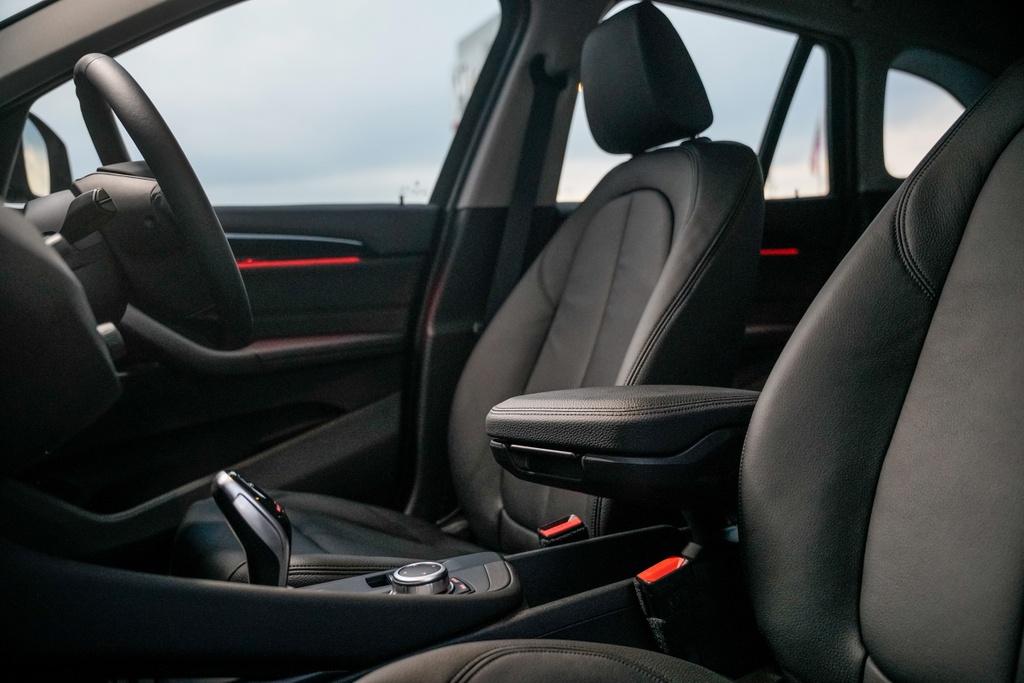 BMW X1 sDrive18i 2020 ra mat Malaysia anh 10