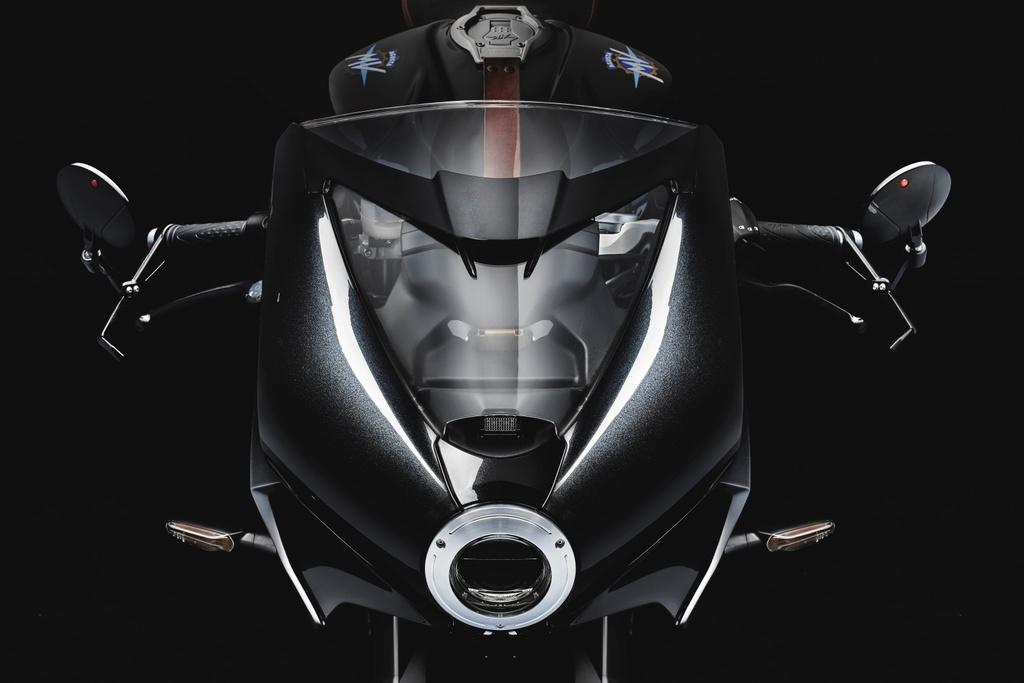 MV Agusta Superveloce 800 ra mat chau Au anh 3