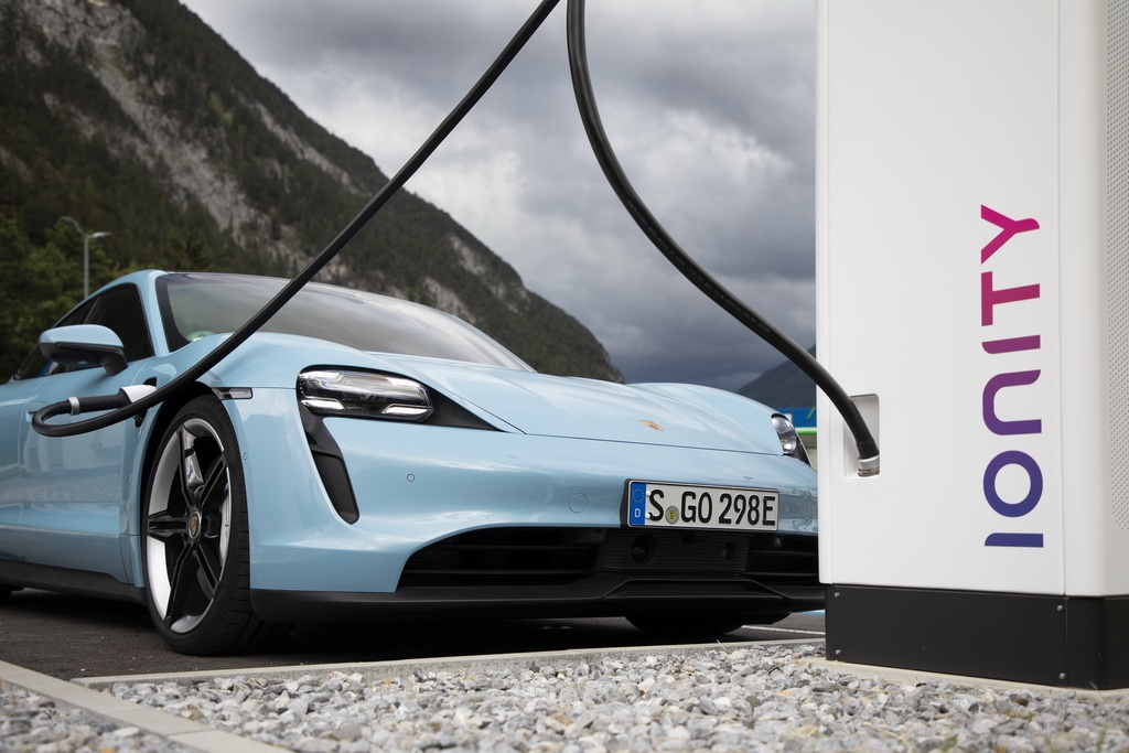 Porsche Taycan 2021 bo sung nhieu cong nghe anh 4