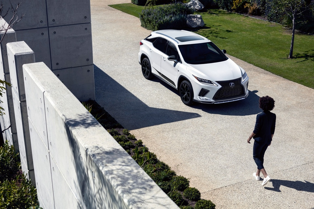 Lexus ra mat phien ban gioi han RX Black Line anh 10