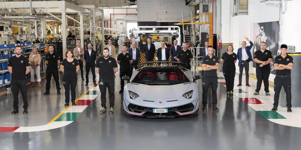 Lamborghini Aventador cham moc 10.000 xe duoc san xuat anh 2