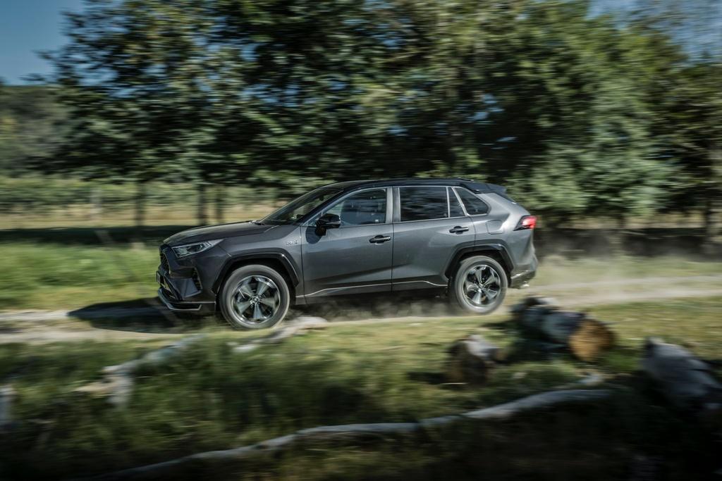 Toyota RAV4 Plug-in Hybrid 2021 ra mat chau Au anh 5