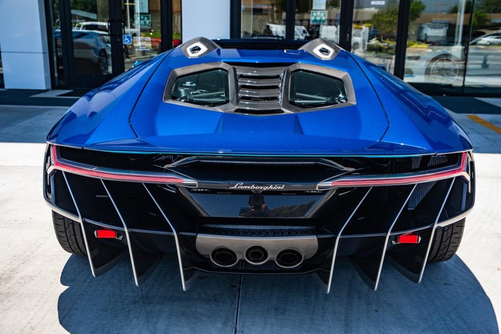 Lamborghini Centenario Roadster mau doc duoc rao ban anh 5