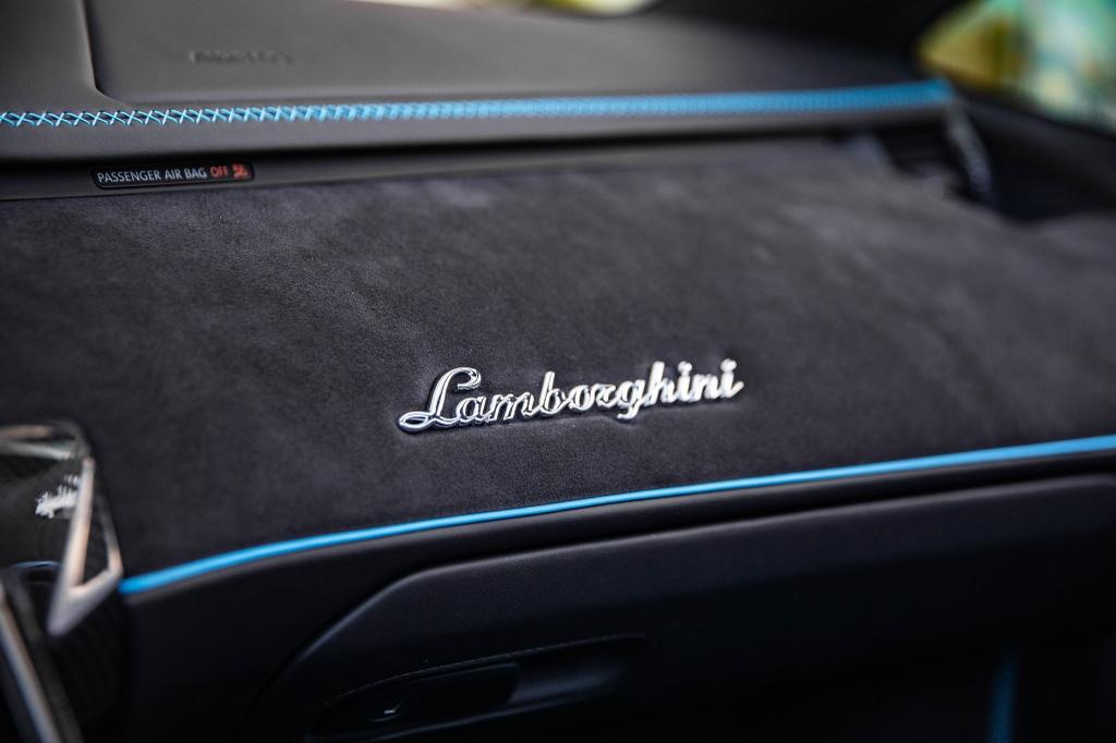 Lamborghini Centenario Roadster mau doc duoc rao ban anh 10