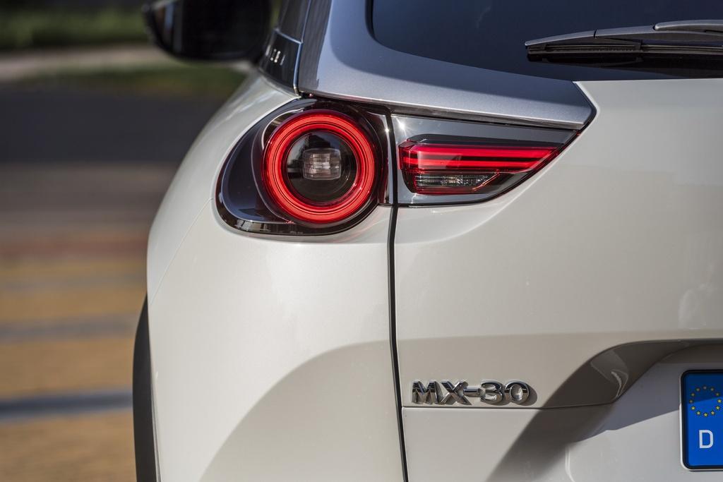 Mazda MX-30 ra mat tai Anh anh 4