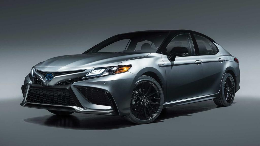 Nếu bạn đang tìm một chiếc sedan với động cơ hybrid, bạn nên xem qua chiếc Toyota Camry Hybrid 2021. Điểm nhấn của Camry Hybrid 2021 là gói an toàn Toyota Safety Sense thế hệ 2.5 mới nhất. Đây là trang bị tiêu chuẩn trên Camry 2021.