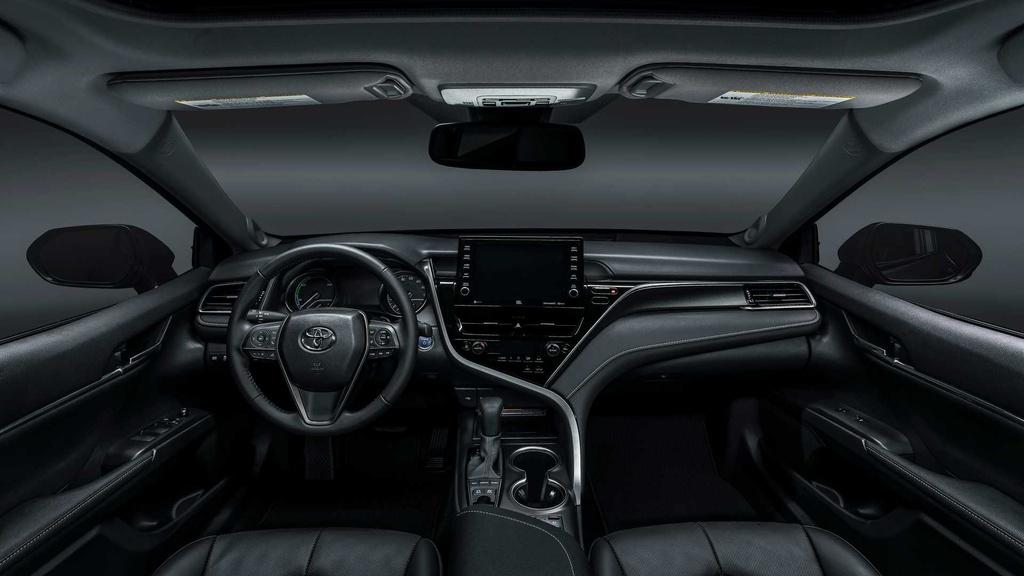 Ở bên trong, xe được trang bị màn hình thông tin giải trí mới, kích thước 7-9 inch, tùy phiên bản. Hệ thống thông tin giải trí còn được tích hợp trợ lý ảo Amazon Alexa và Android Auto/Apple CarPlay.