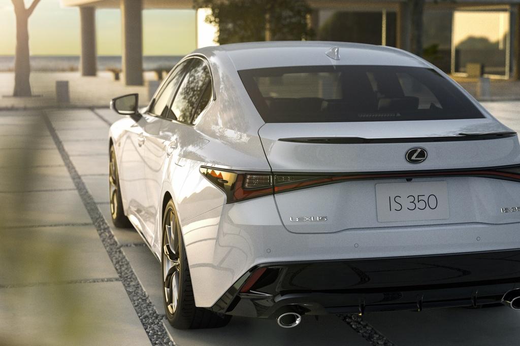 Lexus IS 2021 ra mat anh 10