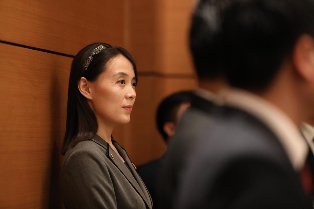 Em gai lanh dao Kim Jong Un noi bat trong chuyen tham tai Ha Noi hinh anh 3