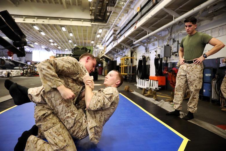 Can canh tau chien USS Boxer duoc cho la da ha guc drone cua Iran hinh anh 4