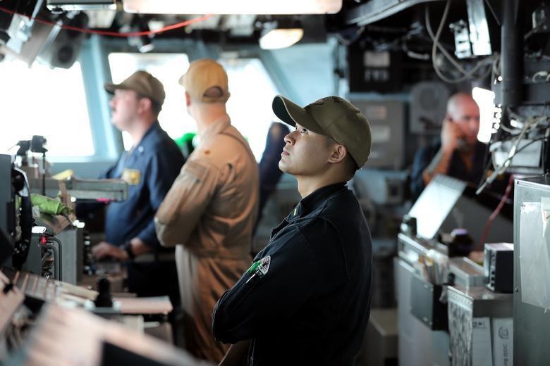 Can canh tau chien USS Boxer duoc cho la da ha guc drone cua Iran hinh anh 13