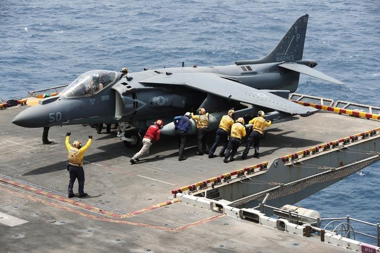 Can canh tau chien USS Boxer duoc cho la da ha guc drone cua Iran hinh anh 11