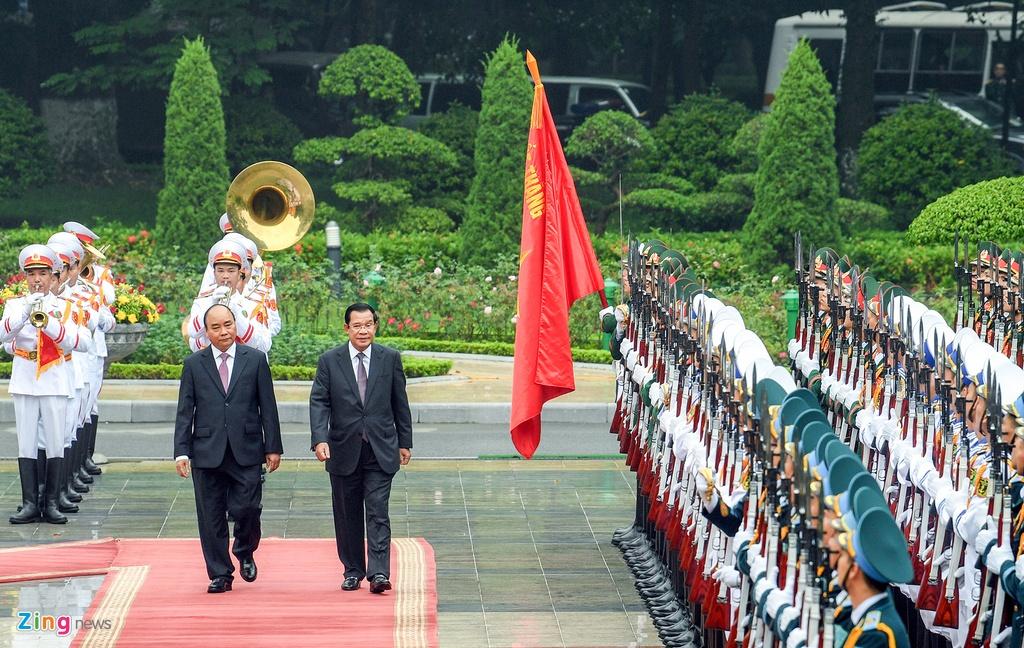 Thu tuong Nguyen Xuan Phuc hoi dam voi Thu tuong Hun Sen hinh anh 2