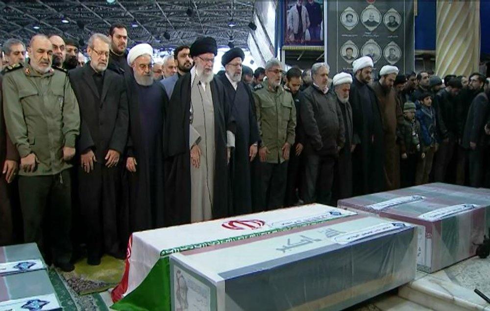 Bien nguoi dua tang tuong Soleimani, doi tra thu My hinh anh 6 Khamenei_nhieu_nguoi_khoc_Supreme_Leader_office_AP.jpeg