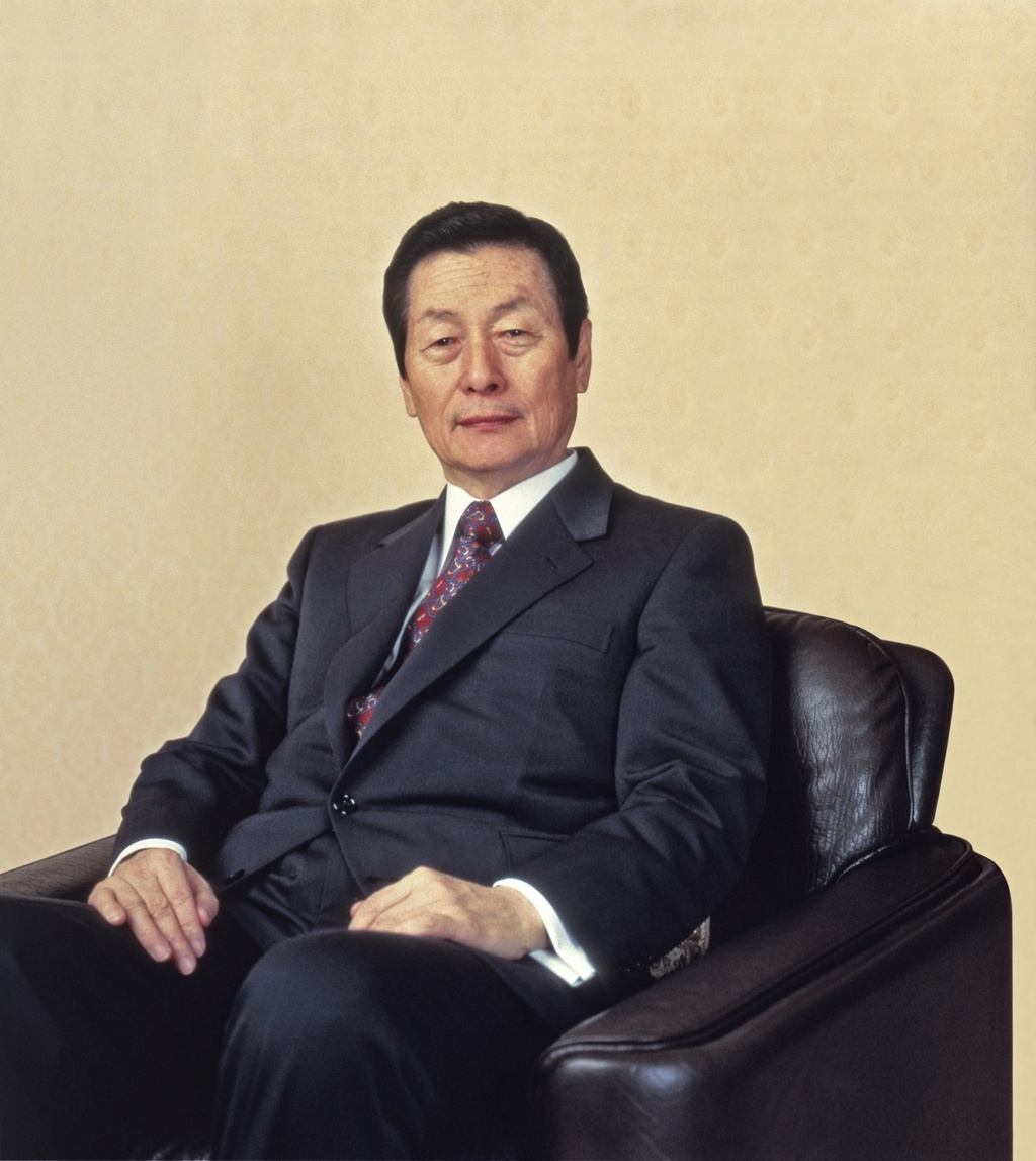 Nha sang lap Lotte khong de lai di chuc, cac con tranh gianh ra sao? hinh anh 2 1_Bloomberg.jpg